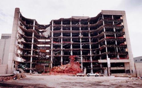 http://www.oklahomacitybombing.com/images/oklahoma-city-bombing-24.jpg